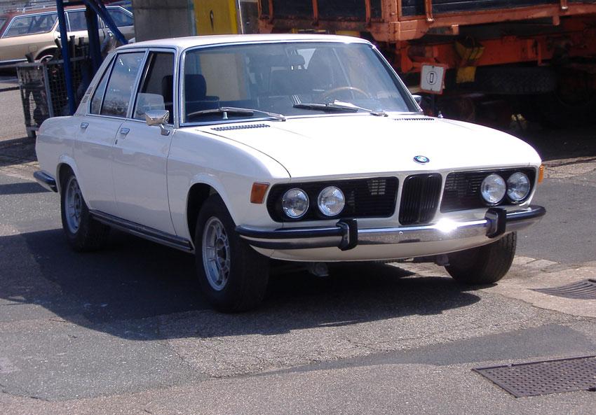 Location BMW 2800 Bleu de 1969  Louer BMW 2800 Bleu de 1969